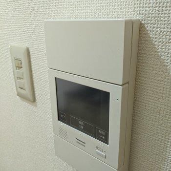 【LDK】モニター付きのインターフォンあります。