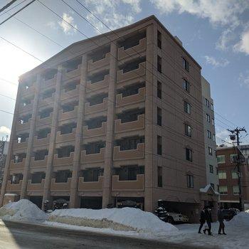 札幌の中心地に徒歩で行ける建物です。