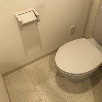 多機能付きではないですが、清潔感のあるおトイレです。