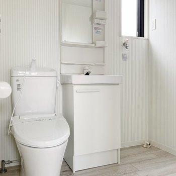 トイレは脱衣所と同空間。におい対策はこまめにしましょう。