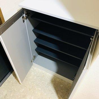 靴箱の上のスペースはカギ置きのにも使えそうです。