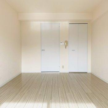 床まで白いのは珍しいですよね。