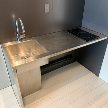キッチンは二口IH。作業スペースもしっかり確保。