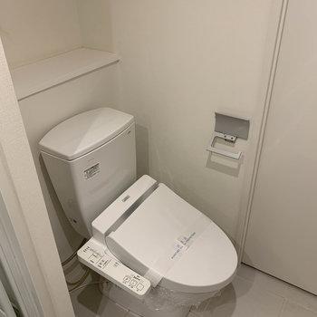 トイレはドア側に