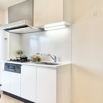 キッチン横に冷蔵庫が置けます。※写真は4階の同間取りモデルルームのものです
