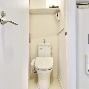 温水洗浄便座付きのトイレ。※写真は4階の同間取りモデルルームのものです