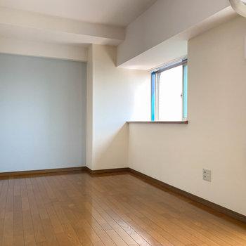 【LDK】キッチン前のスペース。ここにダイニングを置くのもありかも。