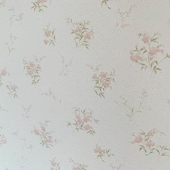 【洋室7.8帖②】クローゼットの壁は可憐なお花。