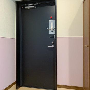 ダブルロックキーの玄関です。
