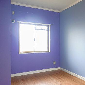 廊下側にも洋室がひとつ。こちらは約5.1帖の広さ。寝室やホームオフィスに使えそう。