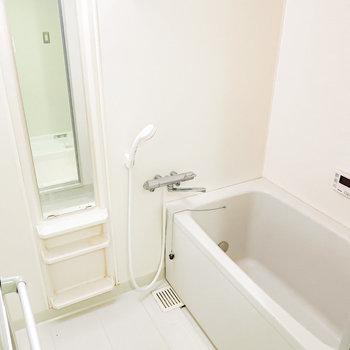 お風呂は既存利用ですが追い焚き付き。防水リメイクシートでお部屋に雰囲気を合わせちゃうのも良いですね!