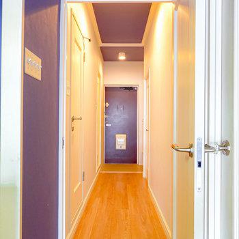 WIC横のドアの先は廊下。