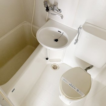 お風呂は3点ユニット。まるっとお掃除できて慣れると楽ちんです。