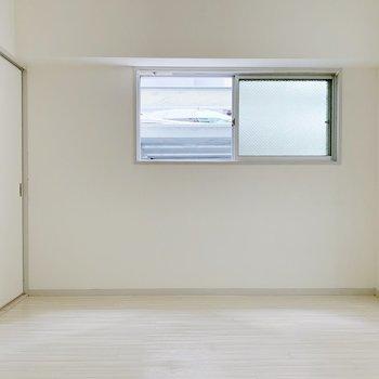 【洋室6帖②】同じ大きさの洋室がもう一つ。