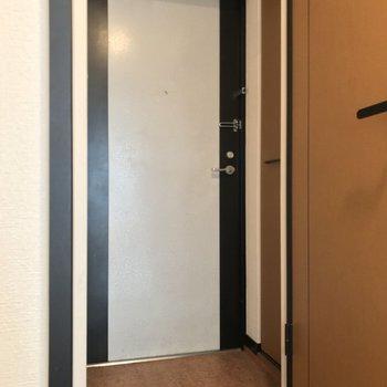 玄関も不便のない広さがしっかりと。