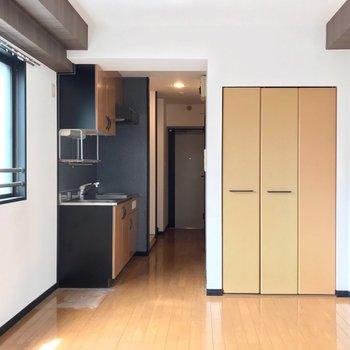 キッチン周りも黒。大人っぽいな〜