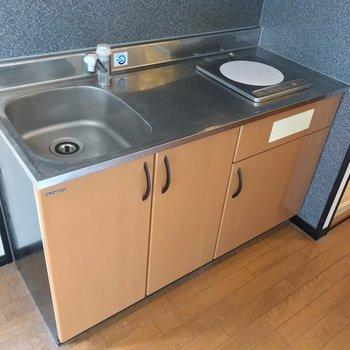 作業スペースも十分。隣の洗濯機置場も大きめです。