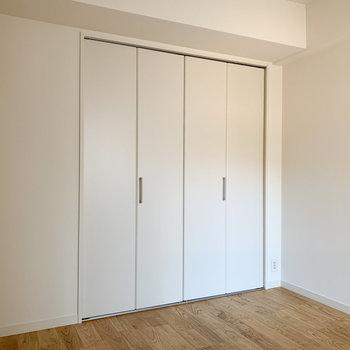 収納はこちら※写真は6階の同間取り、別部屋のもの