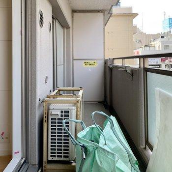 バルコニーは洗濯物が干しやすい広さ。※写真は工事中のものです