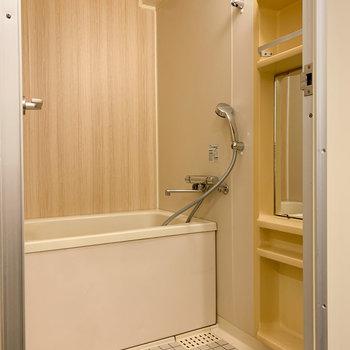 シャワーはサーモスタット水栓へ交換!※写真は6階の同間取り、別部屋のもの