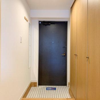 玄関にも収納がたくさん。。※写真は6階の同間取り、別部屋のもの