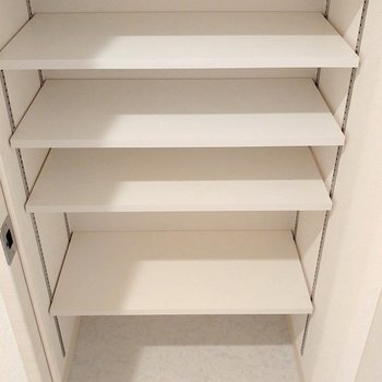 靴のまま入れるシューズインクローゼット(※写真は3階の同間取り別部屋のものです)