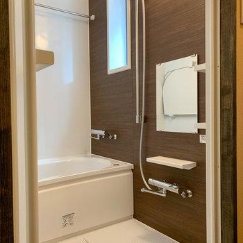 浴室にも窓があるので嬉しいポイント。