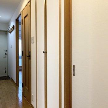 廊下にも収納がありました。