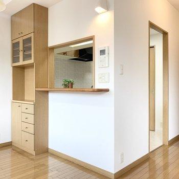 【LDK】対面式のキッチンだからリビングの様子を見ながらご飯が作れます。