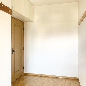 【約4帖洋室】シングルベッドは問題なく置けますよ。