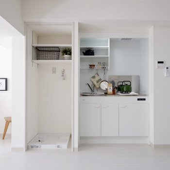 洗濯機置き場はキッチンの隣り。バルコニーにも近く便利ですね。