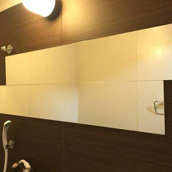 お風呂場の鏡のデザインに唸りました…!
