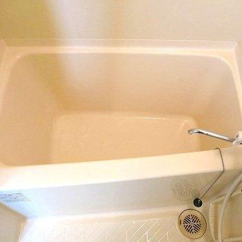 お風呂も清潔で嬉しい(※写真は9階の同間取り別部屋のものです)