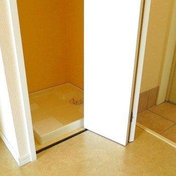 洗濯機の出し入れが少し難しそう…(※写真は9階の同間取り別部屋のものです)