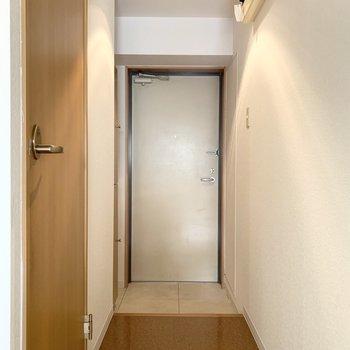 さて、室内の最後は玄関を。(※写真は2階の同間取り別部屋のものです)