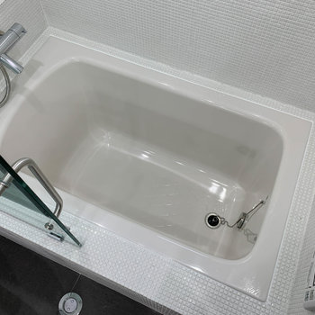 広さはあるのしっかりつかれそう。追い炊きや浴室乾燥、暖房機能もついています。