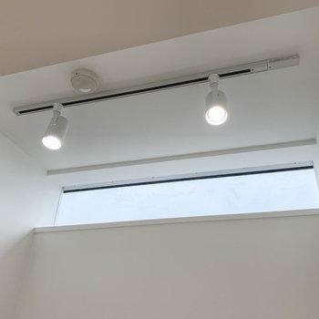 【Den1.6J】上部がFIX窓で光が入ります。