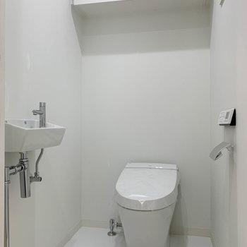 トイレ内にも手洗い場があります。