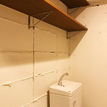 【ディテール】この壁のデザインがツボ。棚も便利ですね。