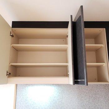 キッチン上部にはお気に入りの食器を!(※写真は4階の同間取り別部屋のものです)