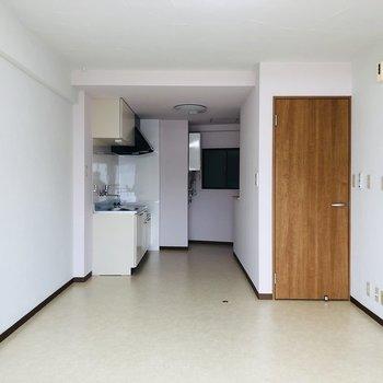シンプルなお部屋なので、色んなテイストのインテリアに挑戦できそう!