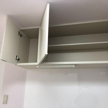 上段は食器棚としても活用できますね。