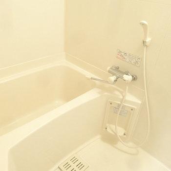 浴室は清潔感もしっかりあります。(※写真は3階の同間取り別部屋のものです)