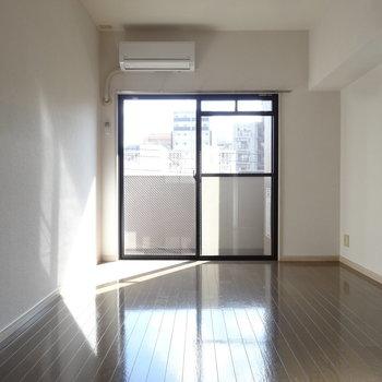 6.5帖の洋室は2面採光が嬉しい。(※写真は3階の同間取り別部屋のものです)