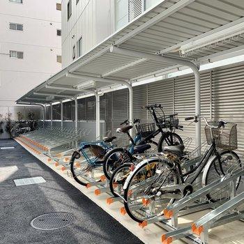 屋根付きの駐輪場や、
