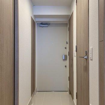 玄関は段差が少なめ。ペットも躓き難く安心です。※写真は前回募集時のものです