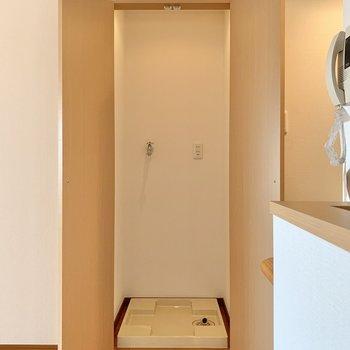 もう一方は洗濯機置き場でした。扉で隠せるので生活感は隠せます。