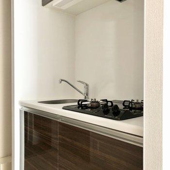 冷蔵庫置場は右手に。※写真は5階の同間取り別部屋のものです