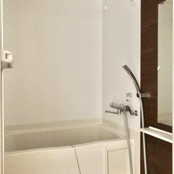 浴室乾燥機付きで、室内干しに重宝します。※写真は5階の同間取り別部屋のものです