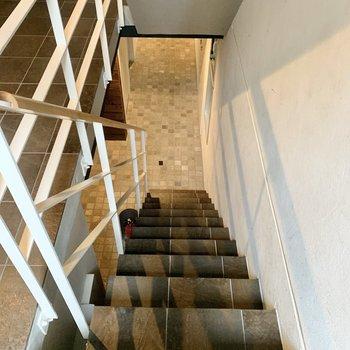階段は少し急です。